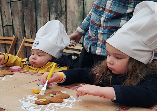 children decorating gingerbread